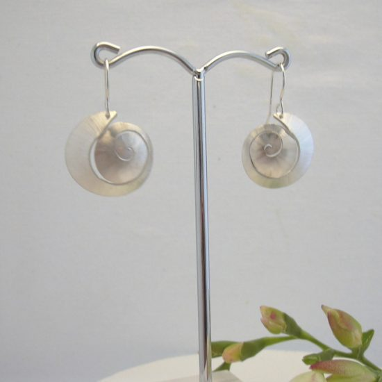 silver-shell-earrings