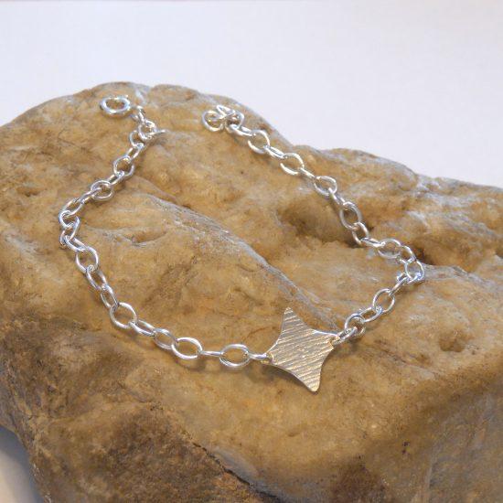 diamond-motif-bracelet